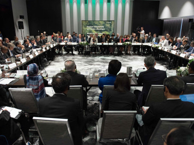 Time ticking as nations meet on Paris climate deal