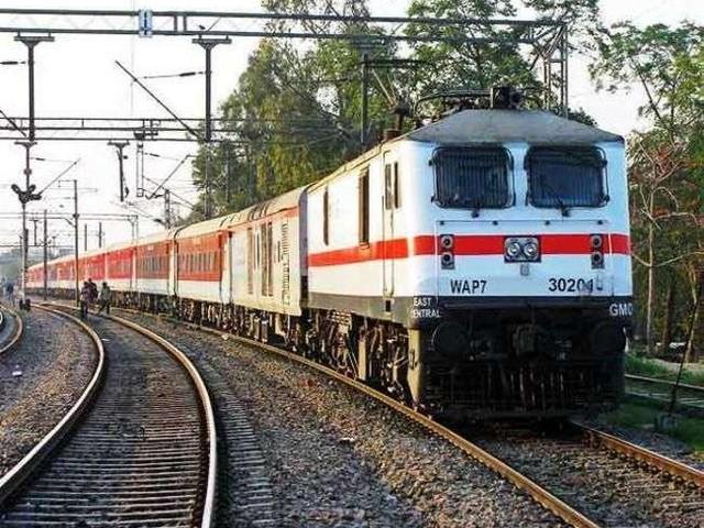 Indian Railway : बाढ़ प्रभावित इन राज्यों में शुरू हुईं 14 ट्रेनें, चेक करें लिस्ट