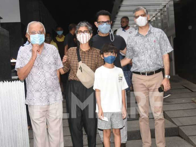 Photos Aamir Khan and Kiran Rao step out for lunch with Azad