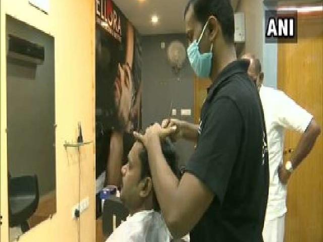 तमिलनाडु के इस सैलून में टीका लगाए हुए ग्राहकों को मिल रही 50 फीसद छूट, तीसरी लहर से बचने के लिए टीकाकरण जरूरी