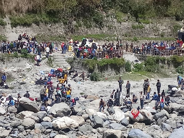 Over 300 Nepalis stranded at Darchula border point, demand passage home