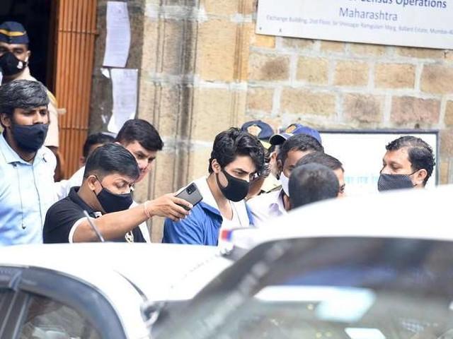 Aryan Khan Bail Rejected: शाह रुख़ ख़ान के बेटे की ज़मानत याचिका खारिज, ड्रग्स केस में 13 दिनों से जेल में हैं बंद