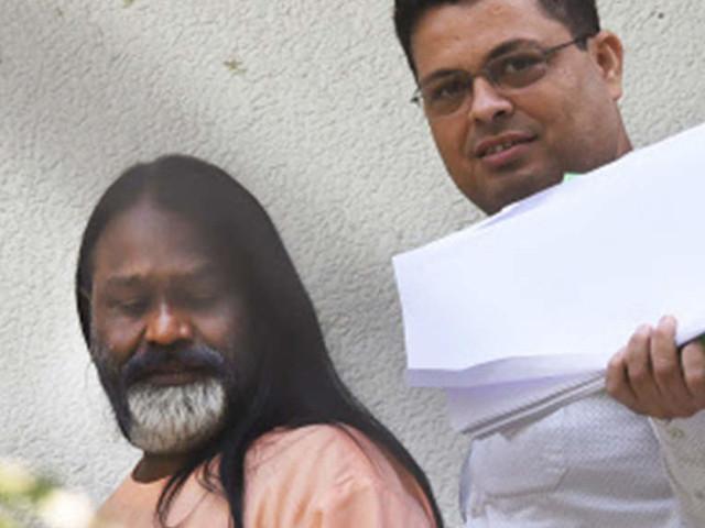 Delhi HC dismisses Daati Maharaj's plea for review of its decision transferring rape probe to CBI