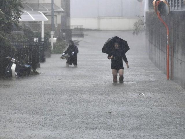 Tokyo eerily quiet, bracing for worst typhoon in 6 decades