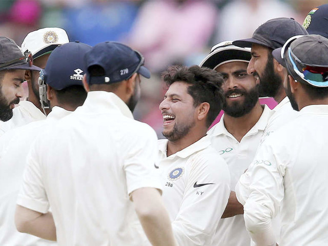 4th Test: Indian spinners rock Australia on Day 3