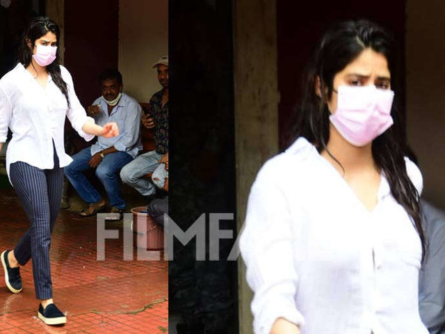 Janhvi Kapoors gym outfit is simple and classic