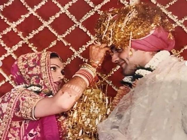 Bobby Deol ने शादी की 25 वीं वर्षगांठ पर शेयर की दिलचस्प तस्वीरें, जमकर हो रही हैं वायरल