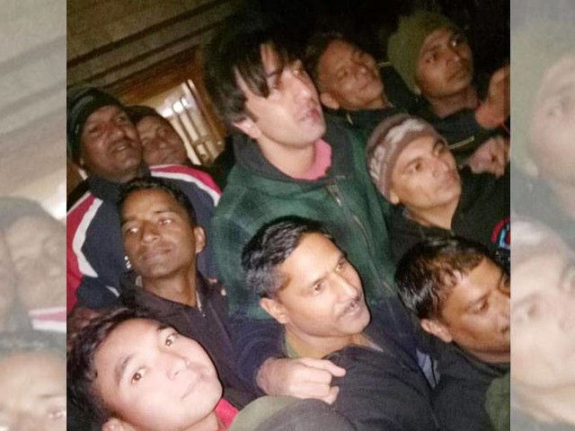 Picture: Ranbir Kapoor bonds with fans on the sets of Shamshera in Ladakh