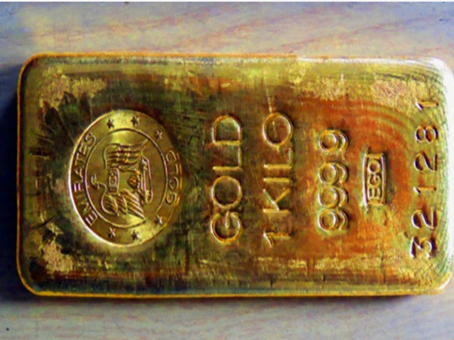 Gold price stable, silver declines