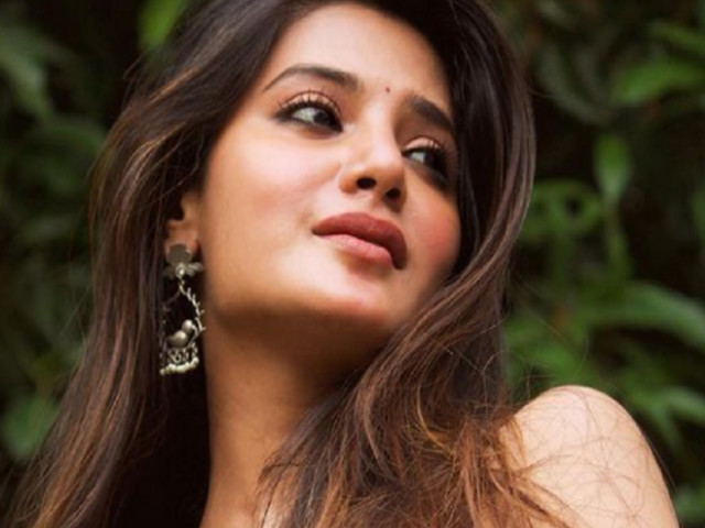Stunning pictures of Aathmika