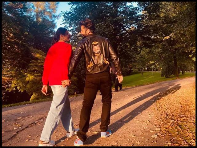 Pic: Rakul confirms relationship with Jackky
