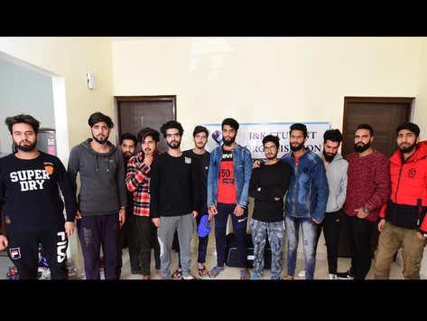 कश्मीर लौटने के लिए मोहाली पहुंचे 300 छात्र
