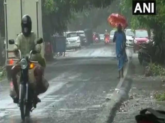 Weather Update: यूपी, बिहार, एमपी सहित इन राज्यों में भारी बारिश का अलर्ट, जानें- आपके क्षेत्र में कैसा रहेगा मौसम