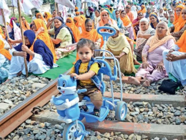 रोकू रेलवे: स्टिर ने 210 ट्रेनों को रोका, उत्तर भारत सबसे ज्यादा प्रभावित   भारत समाचार