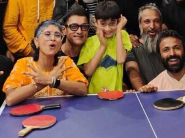 तलाक़ के एलान के बाद आमिर ख़ान ने पत्नी किरण राव और आज़ाद के साथ अब खेला टेबल टेनिस, देखें तस्वीरें