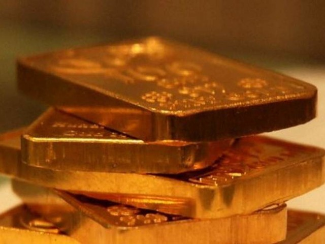 Gold retouches all-time high mark of Rs 38,470