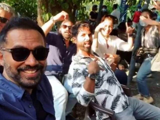 Pawri Video: शाहिद कपूर ने निर्देशक राज-डीके के साथ जमकर की 'पॉरी', हंसते-हंसते हो जाएगा बुरा हाल