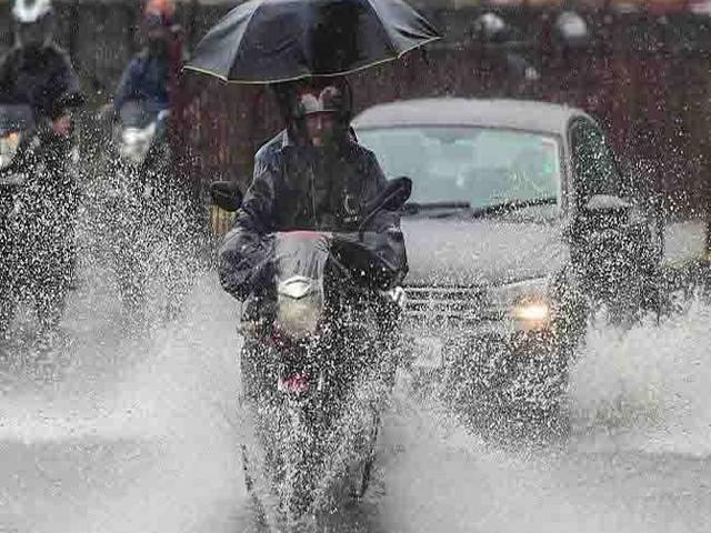Weather Updates: उत्तर भारत में बारिश से बढ़ी दुश्वारियां, हिमपात से ठंड की आहट; जानें अन्य राज्यों का हाल