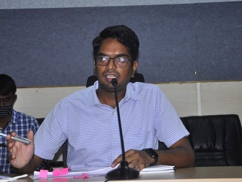 Mulugu: Officials told to expedite Palle Pragathi works