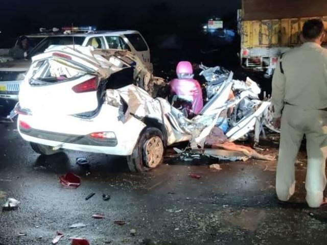 मध्य प्रदेश में कार और ट्रक की जबरदस्त भिड़ंत में गई चार लोगों की जान, एक की हालत नाजुक
