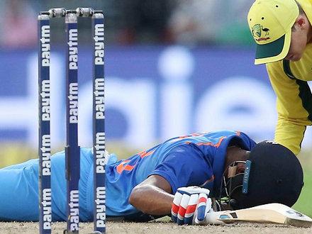 IND-AUS मैच में बाल-बाल बचे पंड्या, भुवी की वजह से हुआ इतना बुरा हाल