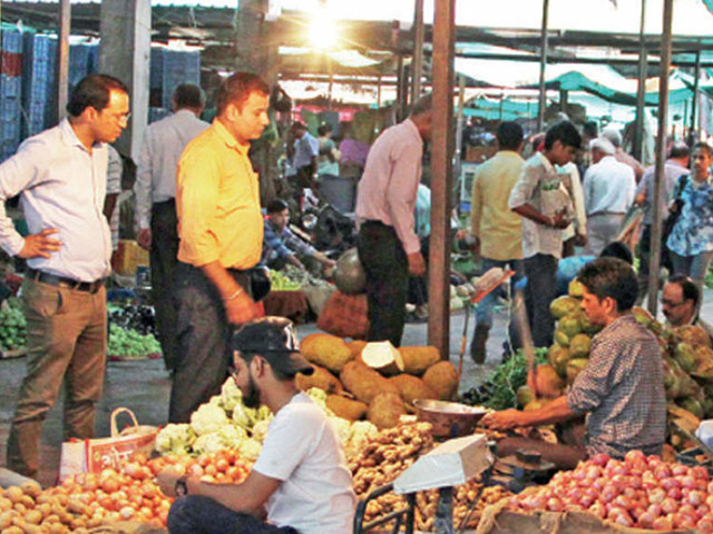 Onion, tomato prices continue to rule high at Rs 60-70/kg in Delhi