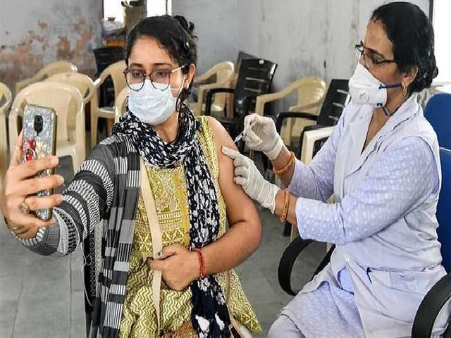 India Vaccination Numbers Highlight: एक दिन में फिर लगी एक करोड़ वैक्सीन, चौथी बार बना यह रिकार्ड, जानें- टीकाकरण का इतिहास