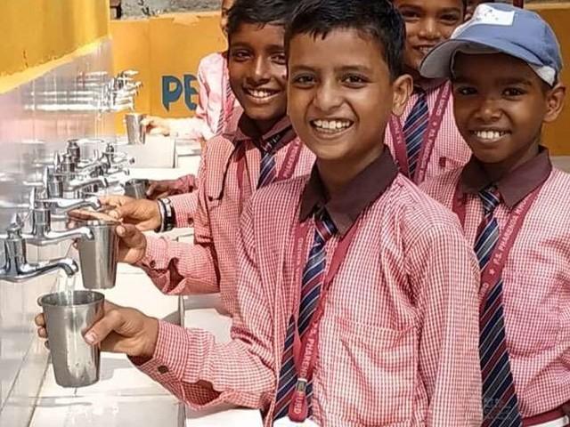 देश के 66 फीसद स्कूलों व 60 प्रतिशत आंगनबाड़ी केंद्रों तक पहुंचा नल से जल, पीएम मोदी का सपना हुआ साकार