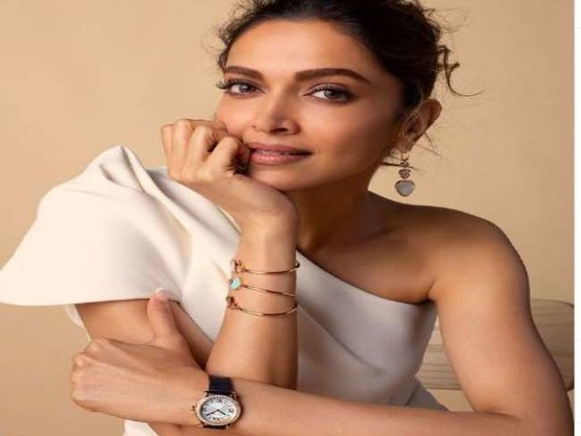 Deepika padukone ने शुरू की शकुन बत्रा की अनटाइल्ड फिल्म की शूटिंग, मुंबई स्थित सेट पर हुईं स्पॉट