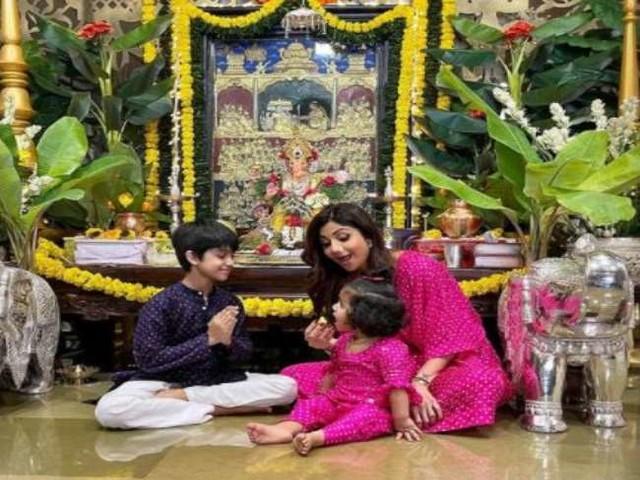 मां शिल्पा शेट्टी के नक्शे कदम पर चले वियान और समीशा, योग करते हुए बच्चों का क्यूट वीडियो जीत लेगा दिल