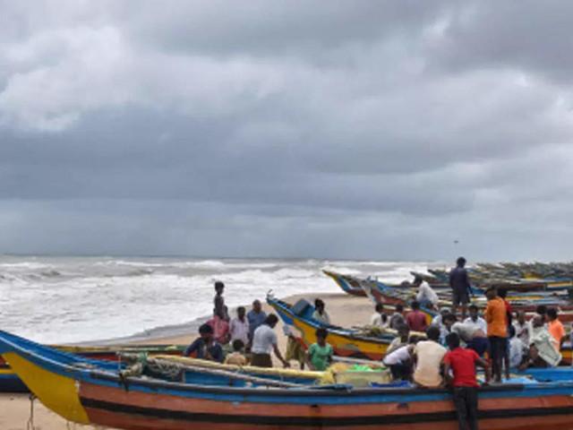 6 Andhra Pradesh fishermen missing as Cyclone Gulab inches closer to coast