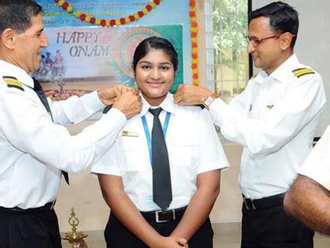 16-ാം വയസില് വിമാനം പറത്തി മലയാളി പെണ്കുട്ടി