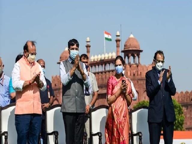 Video: केंद्रीय स्वास्थ्य मंत्री ने भारत के 100 करोड़ टीकाकरण का जश्न मनाने के लिए लांच किया ये खास गाना