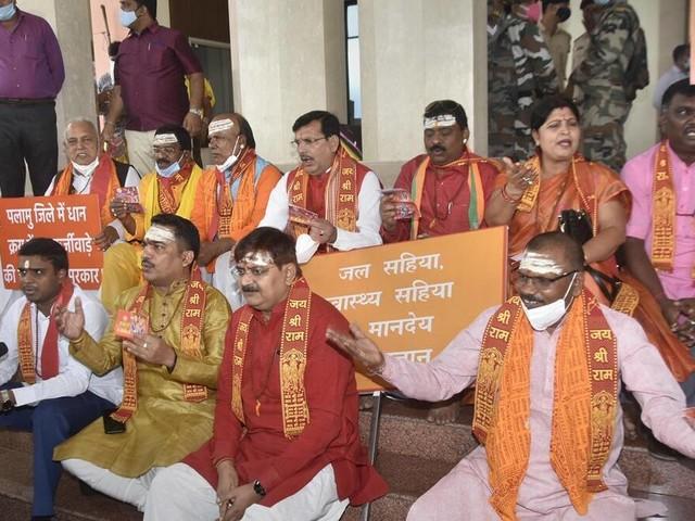 झारखंड नमाज रूम क्लास: अब भाजपा विधायक बिहार हाउस में 'हनुमान चालीसा' के लिए हॉल चाहते हैं