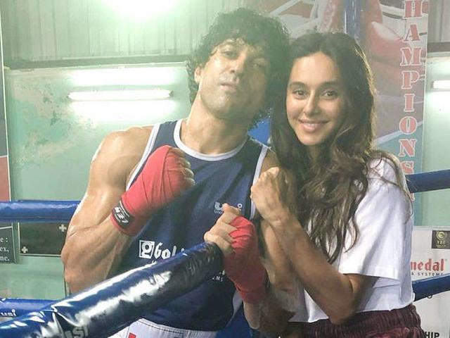 Shibani Dandekar proves she is Farhan Akhtarâs biggest cheerleader