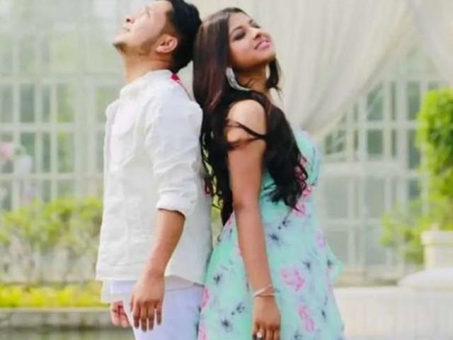Indian Idol 12: अफेयर की खबरों के बीच घुटनों पर बैठकर अरुणिता कांजीलाल को गुलाब देकर प्रपोज करते नजर आए पवनदीप राजन! फैंस ने कहा- 'नजर न लगे...'