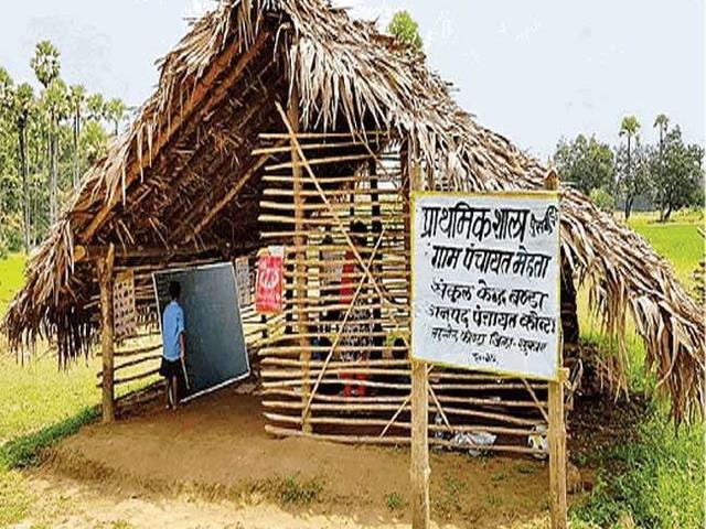 छत्तीसगढ़ में नक्सलियों ने ढहाए स्कूल, ग्रामीणों ने फिर बनाया; अब शिक्षकों का कर रहे इंतजार