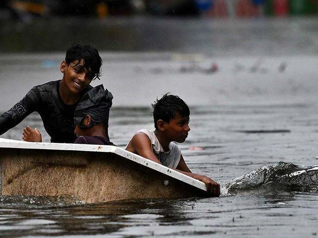 Over 15 dead in Bengal floods; heavy rains lash MP's Gwalior-Chambal region, 200 villages marooned