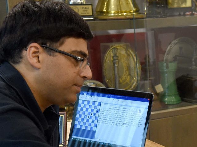 Anand struggling at St Louis Rapid and Blitz event