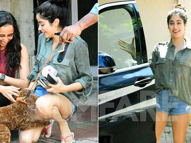 Janhvi Kapoor playing with a dog post her gym session is too cute to miss