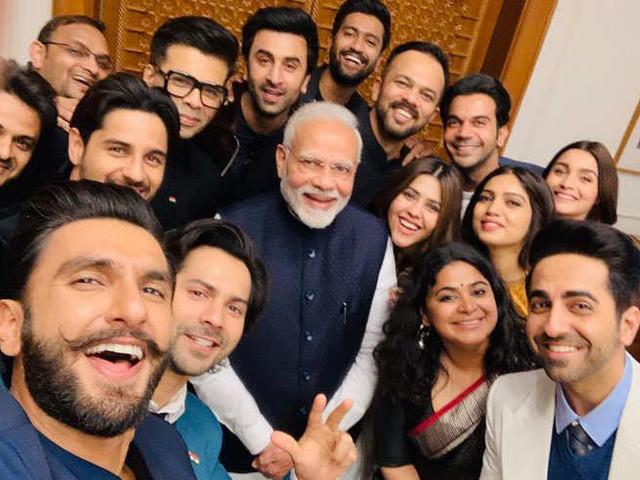 PM मोदी की बॉलिवुडिया सेल्फी, फनी मीम