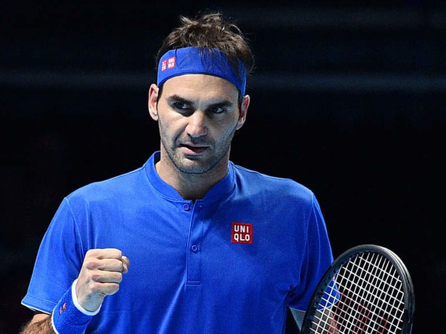 Roger Federer cruises past Kevin Anderson to reach last four at ATP Finals