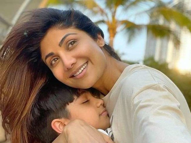 राज कुंद्रा की गिरफ्तारी के बाद बेटे वियान ने किया पहला पोस्ट, मां शिल्पा शेट्टी के साथ इस अंदाज में आए नजर
