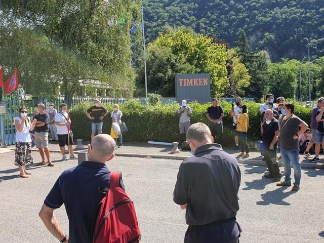 Brescia, la multinazionale Timken chiude lo stabilimento: 106 dipendenti in sciopero