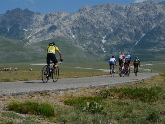 Tutto pronto per la 12esima Granfondo alte cime d'Abruzzo, la gara di 97 km per un percorso unico. Tutte le info