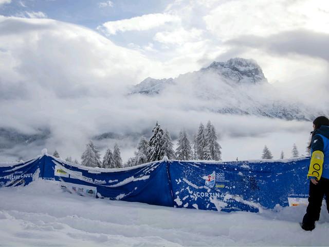 Nevica troppo a Cortina, rinviata la prima gara mondiale. Slitta la combinata, domani i due super-G