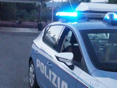 """Roma, facevano la """"cresta"""" sui buoni benzina: interdizione per due agenti della Questura"""