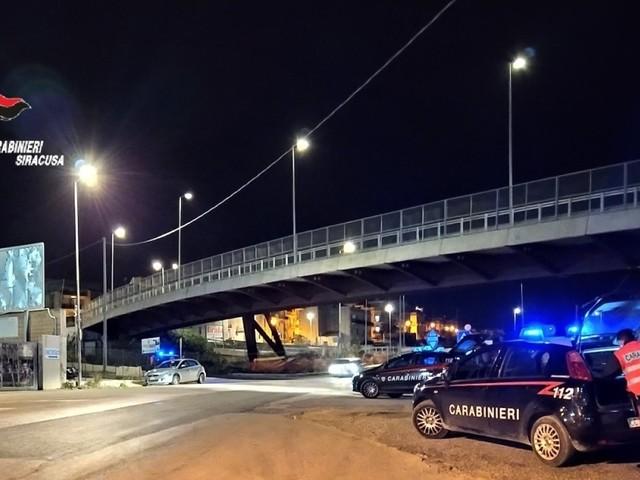 """Fuga in auto, 2 modicani fermati a Rosolini, """"trasportavano scooter rubato"""""""
