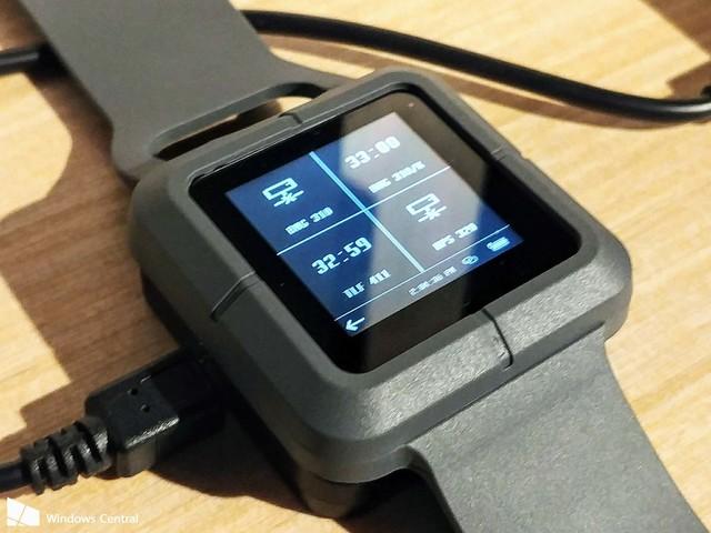 Video e dettagli sullo smartwatch con Windows 10 IoT Core di Trekstor