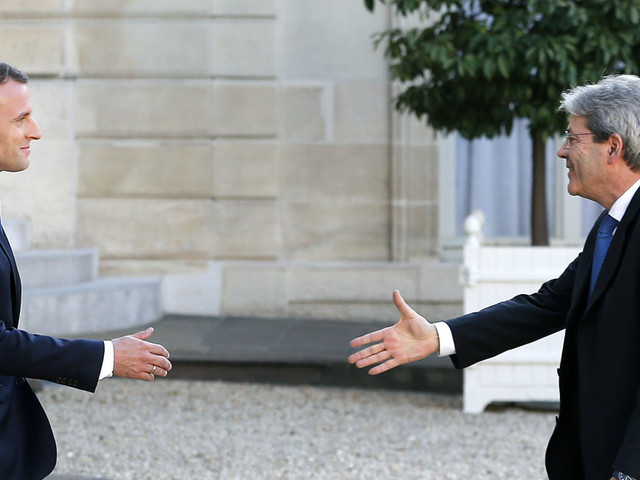 Il metodo Gentiloni contro il metodo Macron, cornice europea vs unilateralismo: il premier prepara l'invio di navi in Libia coinvolgendo l'Ue